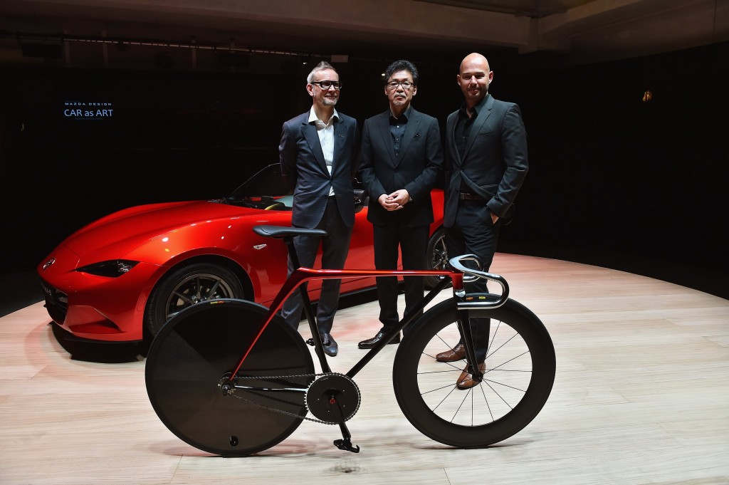 Teil des Mazda Design Teams: (v. l. n. r.) Kevin Rice, Design Director, Mazda Motor Europe; Ikuo Maeda, General Manager, Mazda Design Division, Mazda Motor Corporation; Derek Jenkins, Director of Design, Mazda North American Operations
